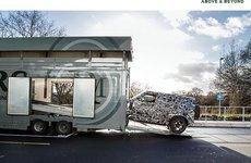 Land Rover Defender 2020 nhá hàng nhưng hẹn năm sau mới ra mắt
