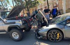 """Siêu xe Lamborghini Huracan câu ắc quy """"nhờ"""" từ xe off-road khi… hết xăng ở Đà Nẵng"""