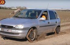 Xe ô tô dùng bánh xe vuông có chạy được?
