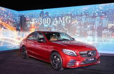 Soi chiếc Mercedes-Benz C300 AMG 2019 vừa trình làng tại Việt Nam