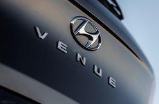 'Em trai' của Kona - Hyundai Venue 2020 lộ đuôi xe trước triển lãm New York 2019