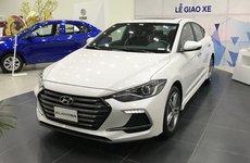 """Hyundai Elantra đã bán """"nốt"""" nay lại còn bán tháo"""