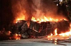 Va chạm mạnh, 2 ô tô bốc cháy, 2 người chết trên quốc lộ 1A