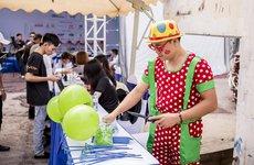 Cận cảnh không khí náo nhiệt ngày đầu tiên tại Hội chợ Oto.com.vn