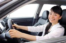 7 mẹo giúp phụ nữ lái xe một mình an toàn