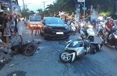 Tại sao Việt Nam ngày càng nhiều 'xe điên'?