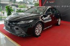 Lộ bảng giá 'lạc' khi mua Toyota Camry 2019