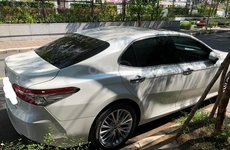 Toyota Camry 2019 chưa đăng kiểm, đi 900km đã rao bán với giá sốc