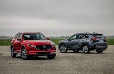 So sánh Mazda CX-5 với Toyota RAV4 2019: SUV cỡ nhỏ nào phù hợp với bạn?