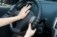 Tại sao xe châu Âu thường khó bấm còi?