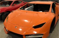 Đột nhập 'nhà máy' sản xuất siêu xe Ferrari và Lamborghini giả lớn nhất Brazil