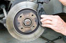 Vì sao má phanh ô tô nhanh bị mòn dẫn đến mất an toàn khi chạy?
