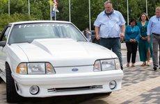 Ford Mustang GT 1993 hội ngộ chủ cũ sau 17 năm vì câu chuyện tình cảm động