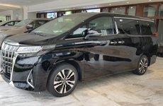 Toyota Alphard lội ngược dòng, bán kèm 'lạc' 300 triệu vẫn không đủ xe giao khách