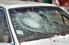 Phân biệt kính nhiều lớp và kính cường lực trên ô tô