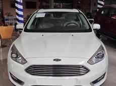 Bán Ford Focus Sport năm 2017, màu trắng, giá thấp
