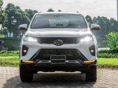Toyota Fortuner 2.4 số sàn, màu bạc - mua trả góp với 250tr - khuyến mãi giảm giá tiền mặt - tặng phụ kiện giá rẻ nhất Sài Gòn