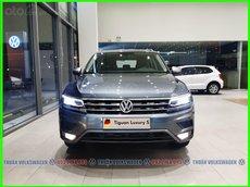 Volkswagen Sài Gòn - SUV hạng sang cỡ lớn Tiguan Luxury S 2021 màu xám phiên bản mới. LH Mr Thuận ưu đãi hơn