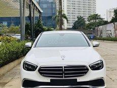 Bán Mercedes E200 ưu đãi siêu tốt, trả trước 550tr, hỗ trợ 80%, đủ màu giao ngay, giá rẻ nhất