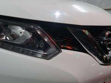 Cần bán lại xe Nissan X trail sản xuất 2017, màu trắng
