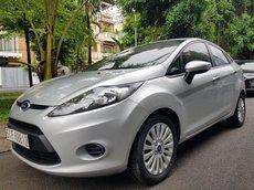 Cần bán Ford Fiesta sản xuất 2012 Auto, màu bạc, gia đình sử dụng mới 98%
