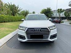 Bán Audi Q7 2016 mẫu mới, xe đẹp đi 30400km, màu trắng, nội thất nâu, bao check hãng