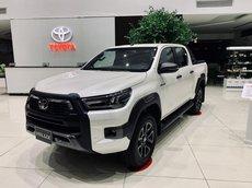 Toyota Hilux 2021 trả góp chỉ từ 100tr, có xe ngay