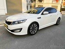 Cần bán gấp Kia K5 2.0 AT đời 2011, màu trắng, nhập khẩu