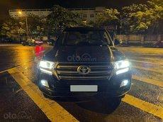Bán Toyota LandCruiser VX V8 dụng tích 4.6L, sx 2016 đăng ký 2017, xe màu đen nội thất kem