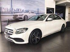Mercedes E180 trắng/đen, xe trưng bày cần bán