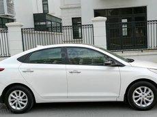 Xe Hyundai Accent đời 2019, màu trắng chính chủ, giá tốt