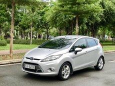 Em cần bán Ford Fiesta - 2011, màu bạc