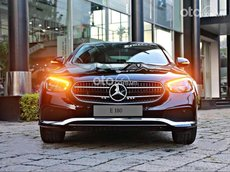 Bán ô tô Mercedes E180 2021, màu đen