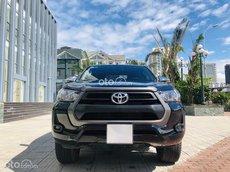 Cần bán Toyota Hilux sản xuất 2020, giá chỉ 665triệu, màu đen cực đẹp, còn rất mới