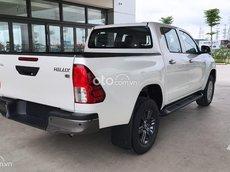 Cần bán xe Toyota Hilux AT sản xuất 2021, màu trắng, giá tốt