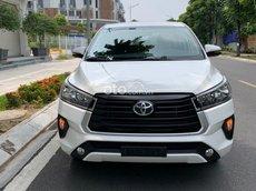 Bán xe Toyota Innova màu trắng giá tốt, sx năm 2020 còn mới nguyên, trả góp 70% lãi suất thấp