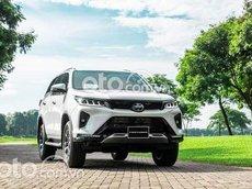 Cần bán Toyota Fortuner 2.4 4x2 MT đời 2021, màu trắng