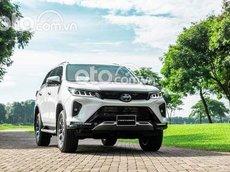 Cần bán xe Toyota Fortuner 2.8 4x4 AT năm 2021, màu trắng