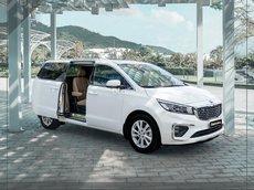 Bán ô tô Kia Sedona 2.2 DAT Deluxe đời 2021, màu trắng