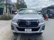 Cần bán xe Toyota Hilux 2018, màu bạc, xe nhập số tự động