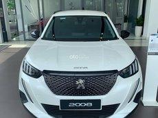 Peugeot 2008 màu trắng đời mới