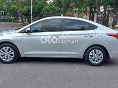 Cần bán Hyundai Accent năm 2018, màu bạc số sàn