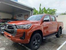 Cần bán xe Toyota Hilux sản xuất năm 2021, màu đỏ, nhập khẩu