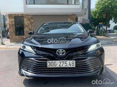 Bán xe Toyota Camry năm 2020, màu đen còn mới