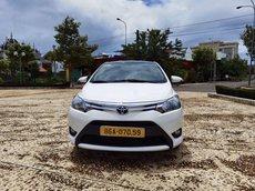 Cần bán gấp Toyota Vios E đời 2017, màu trắng số sàn
