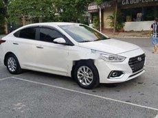 Cần bán gấp Hyundai Accent sản xuất 2018, màu trắng số sàn