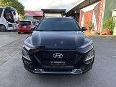 Cần bán xe Hyundai Kona năm 2020, màu đen còn mới, giá 619tr