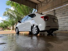 Cần bán xe Hyundai Grand i10 đời 2016, màu trắng, nhập khẩu
