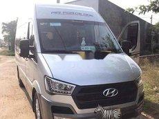 Cần bán Hyundai Solati năm 2017, màu bạc, xe nhập