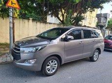 Cần bán xe Toyota Innova năm 2016, màu xám xe gia đình